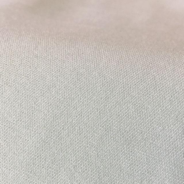 シーツの質感は薄手でしなやかで伸縮性があります。吸水拡散性があり乾きも早い。さらさらしたスポーツ用シャツの生地の感触です。
