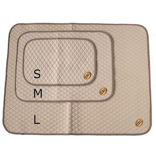 サイズバリエーションは4サイズ。Sサイズは30x45cm/Mサイズは45x60cm/Lサイズは70x90cm/LLサイズは140x140cm。写真はS・M・Lの3サイズです。