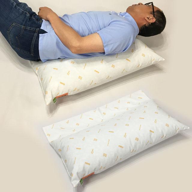 【活用例】30度側臥位の支持に。フラップ部を身体の下に敷いてクッションのズレを予防。
