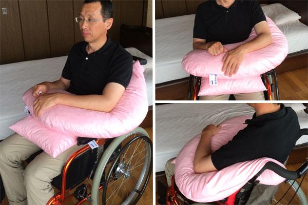 サポタイト・ブーメラン使用例、車いす座位で麻痺上肢のサポートに