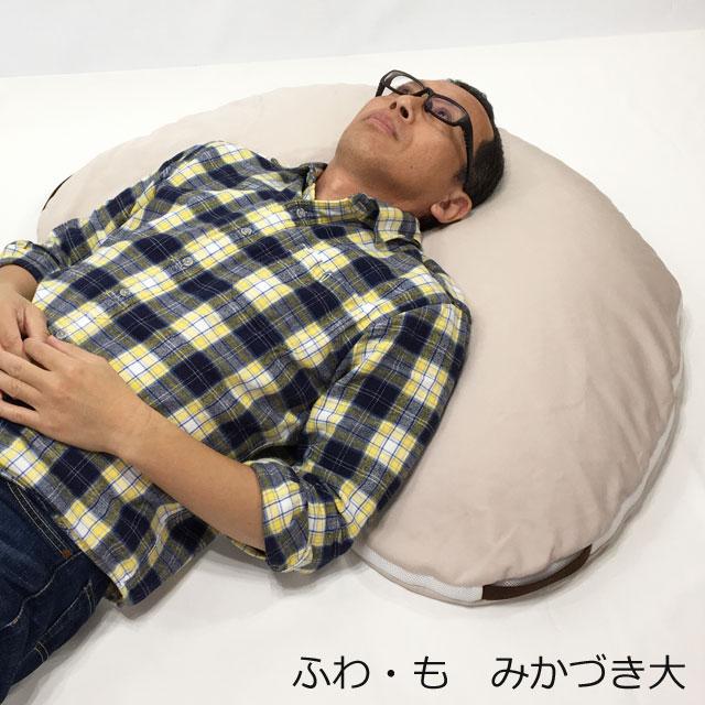【使用例】頭と肩周りをぐるり支えて円背のサポートに。円背でなくても安楽になります。