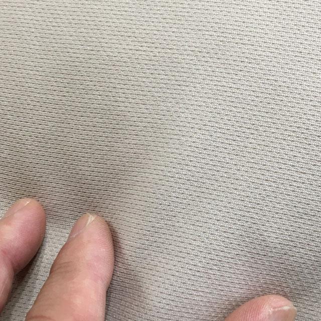 【外カバーの生地拡大】肌触りは肌着のようです。伸縮性があり生地に凹凸があります。水分を素早く吸収して拡散します。