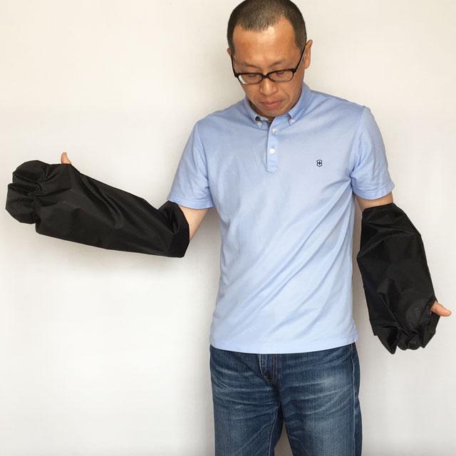 【装着イメージ】移座えもんグローブを腕にはめるとこんな感じです。身長178cmのモデルでも肘まで隠れる長さです。親指を出しても使えますし出さなくても使えます。グローブの中で指をはめて装着します。グローブがズレたり外れたりしないように配慮しています。