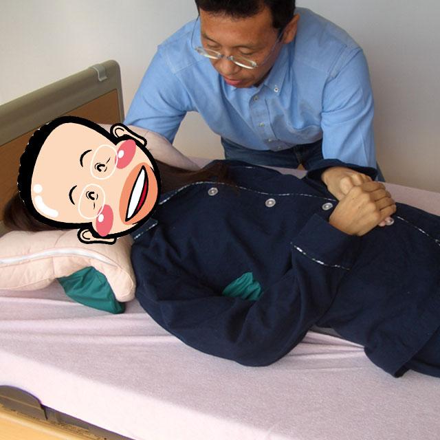 マルチグローブ使用例。身体の移動介助。