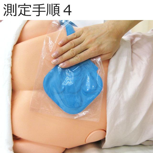 ビニール袋に入ったパッド部を測定部位に当て、患者を測定したい体位に整えます。