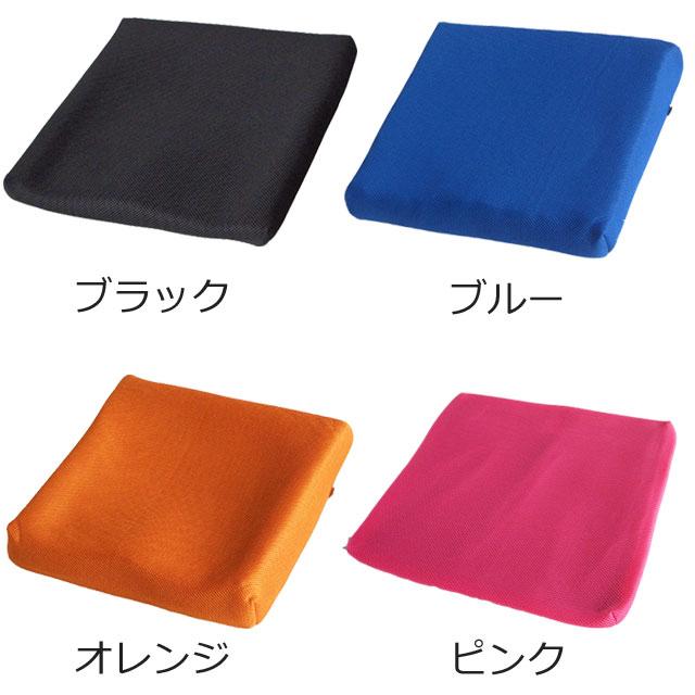 カバーの色は、ブラック・ブルー・オレンジ・ピンクの4色あります。写真は、ブラックがPITA35、ブルーがPITA55、オレンジがPITA70、ピンクがカバーのみ、の写真を使用しています。画面液晶の色と実際の色は若干異なります。ご了承ください。