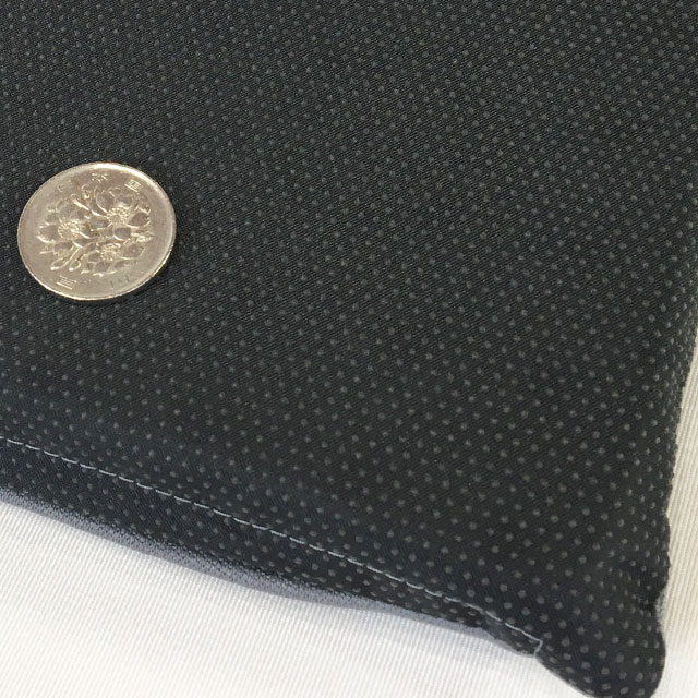 【滑り止め有り】こちらは標準使用のシートクッションに、カバー底面の滑り止め加工をしたタイプです。