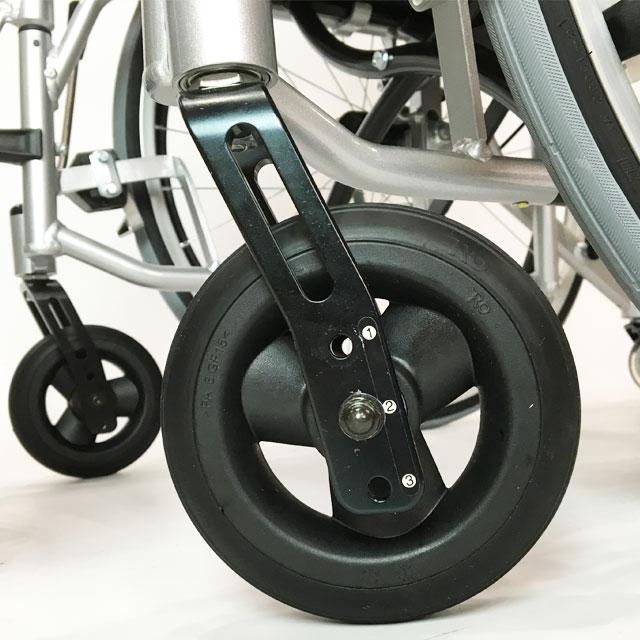 前輪キャスターの高さ調節は3段階。前座高に合わせて設定します。